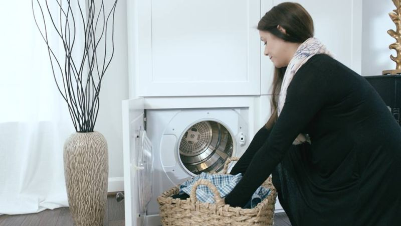 ThreadRobe-smart-wardrobe-dispenses-clothes-on-demand_1